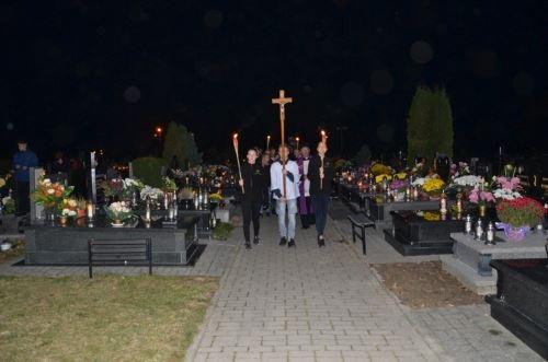 Procesja różańcowa na cmentarz i modlitwa za zmarłych [31.10.2018]